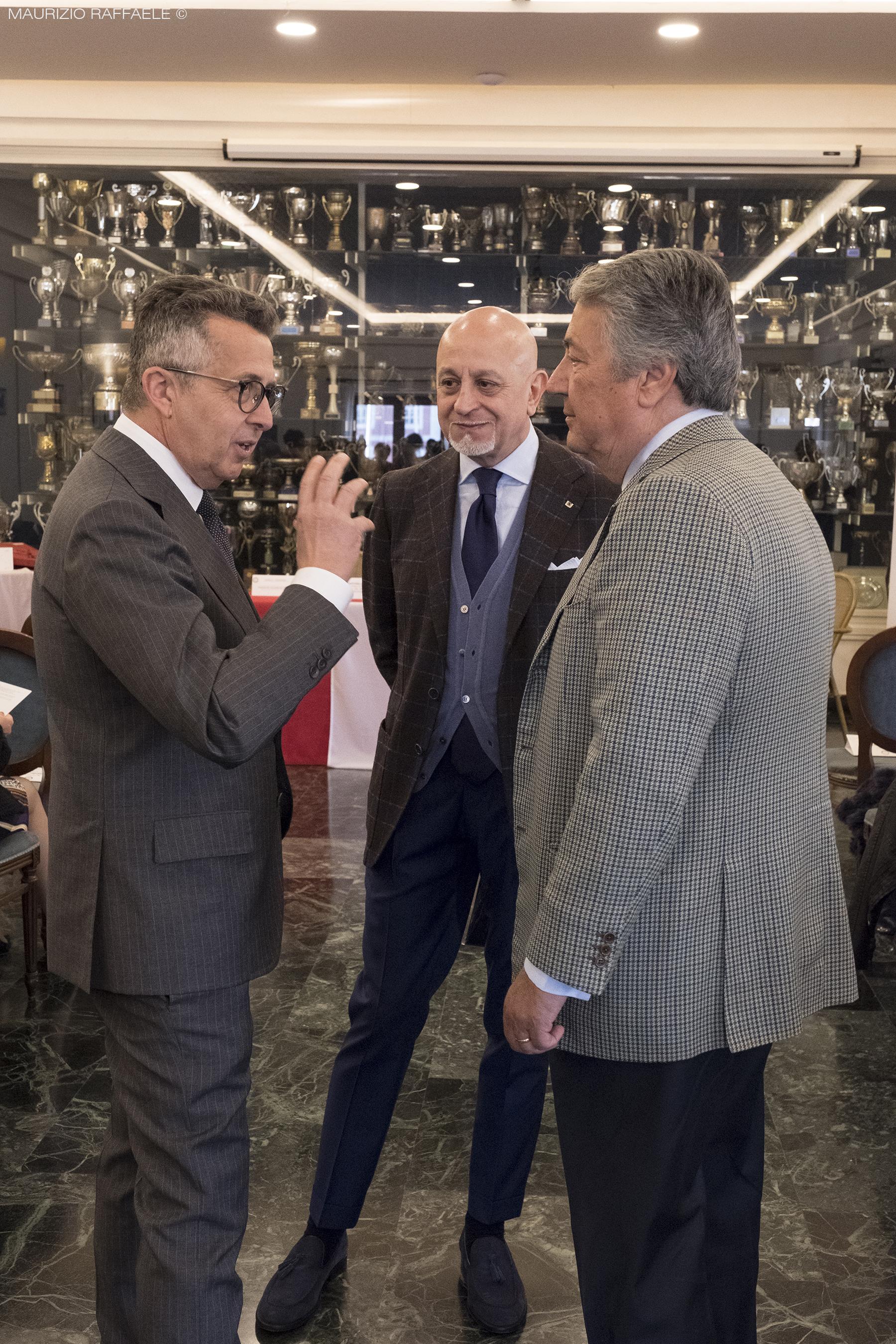 manichino d'oro 2019 circolo canottieri Napoli lello antonelli presidente sartoria